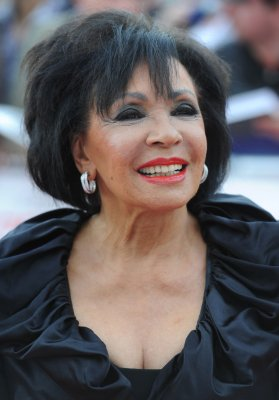 Dame Shirley Bassey to sing at Oscars for the first time
