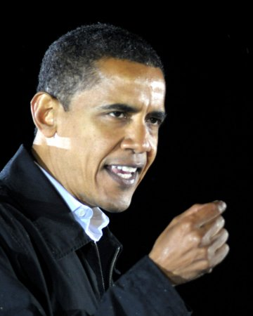 Obama's lead narrows but solid, poll shows