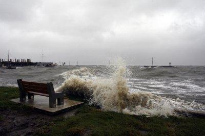 Gustav weakens to tropical storm