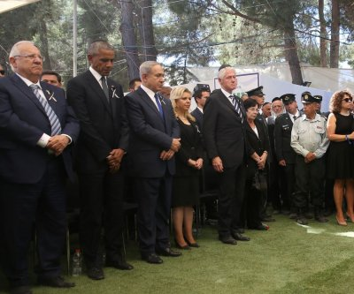 Obama, Clinton praise Shimon Peres as visionary at memorial before returning to U.S.
