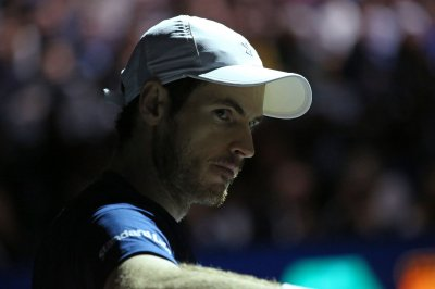 Andy Murray clinches spot in ATP semifinals