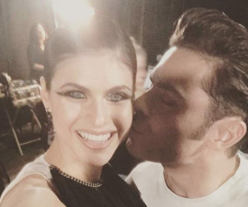 Zac Efron, Alexandra Daddario get close at MTV Movie & TV Awards