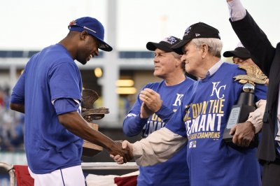 Owner David Glass agrees to sell Kansas City Royals for $1 billion