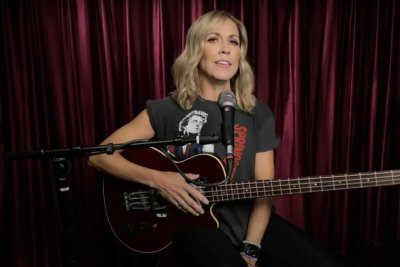 Sheryl Crow performs 'In the End' on 'Late Night with Seth Meyers'