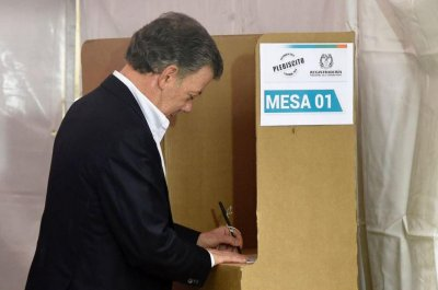 Colombian voters reject peace deal to end 50-year war
