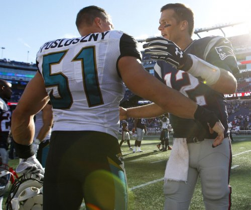 Jacksonville Jaguars' Paul Posluszny and Myles Jack helping each other at new positions