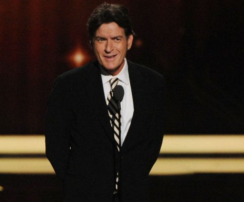 Charlie Sheen calls Brian Williams a 'hero,' blasts NBC execs