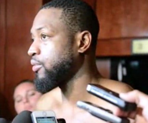 Wade scores 40 to lead Miami Heat over Detroit Pistons