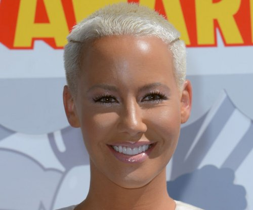 Amber Rose, Machine Gun Kelly spark dating rumors
