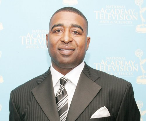 Cris Carter apologizes for remarks to rookies