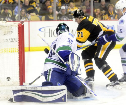 Evgeni Malkin, Matt Murray lead Pittsburgh penguins past Canucks