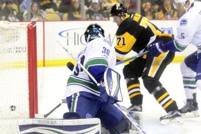 Evgeni Malkin, Matt Murray lead Pittsburgh penguins past Canucks