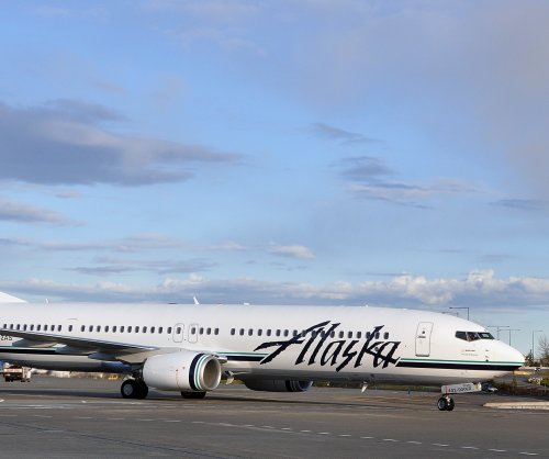 Ex-Alaska Airlines pilot pleads guilty to flying while intoxicated