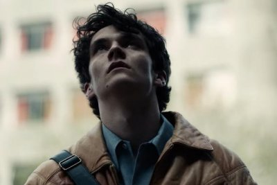 'Black Mirror: Bandersnatch': Game maker loses his mind in trailer