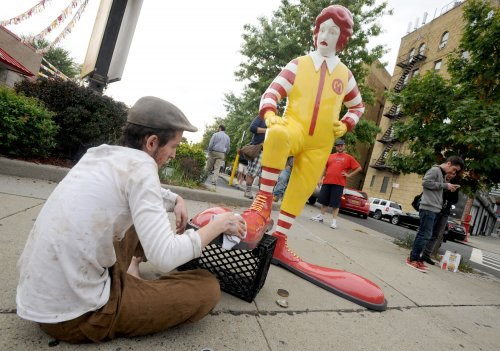 Report: McDonald's gives little to Ronald McDonald Houses