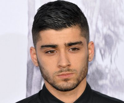 Zayn Malik reveals new pink hairdo on Twitter
