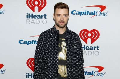 Justin Timberlake postpones LA concert over bruised vocal chords