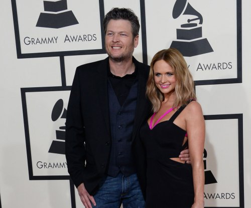 Blake Shelton drops off Miranda Lambert's belonging at her house