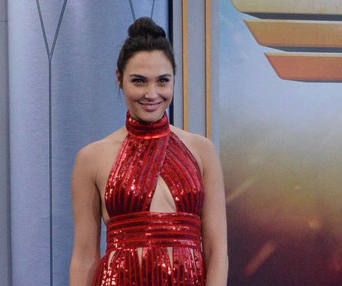 'SNL' cast joins Gal Gadot in 'Justice League'