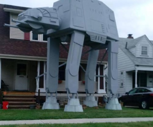 Man builds 2-story 'Star Wars' AT-AT walker for Halloween