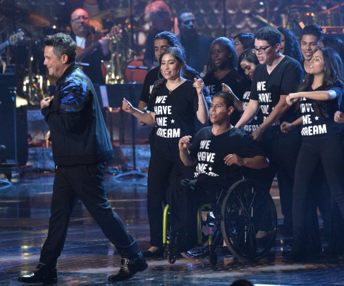 Alejandro Sanz dedicates Latin Grammy award to DACA recipients