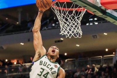 Giannis Antetokounmpo flushes towering dunk vs. Kings