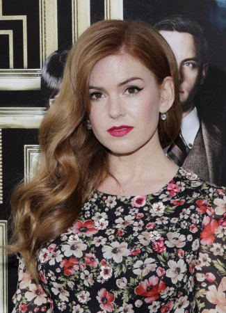 Isla Fisher reportedly told Julianne Hough to wipe off her blackface