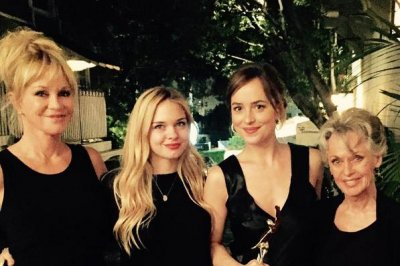 Melanie Griffith stuns with mom, daughters at Elle awards