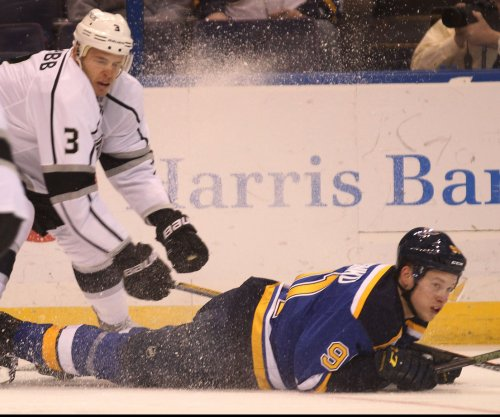 Brian Elliott leads St. Louis Blues to win over Los Angeles Kings