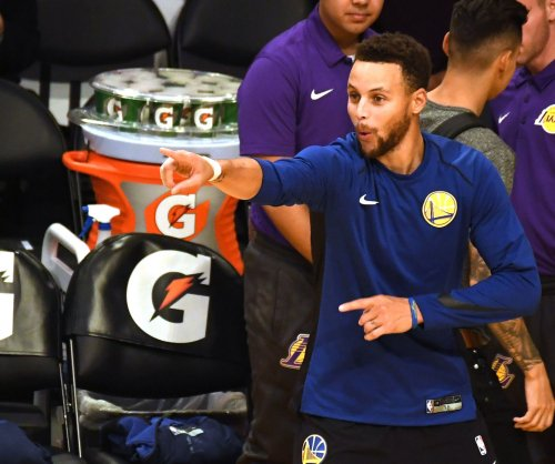 Golden State Warriors overtake Los Angeles Lakers in fourth quarter
