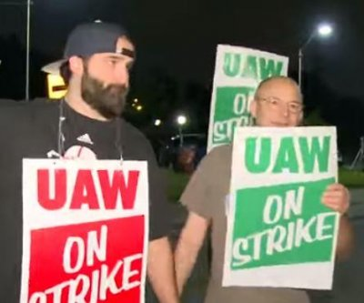 GM picketers block entrances to a Michigan plant as strike begins