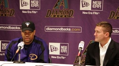 D'backs in long-term deals with executives