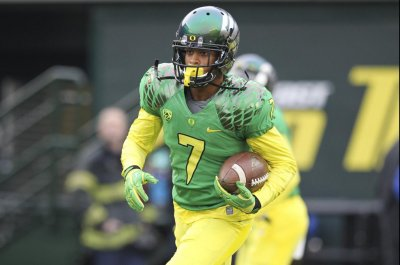 Former Oregon football star stops school shooting