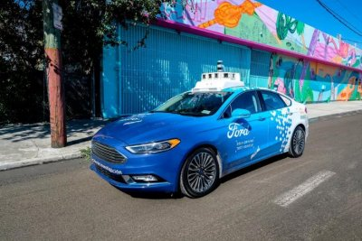 Ford delays robotaxi service launch to 2022, citing pandemic