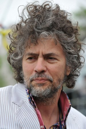 Flaming Lips singer praises Gov. Henry