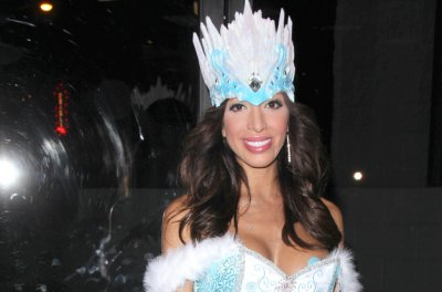 Farrah Abraham reveals plans to become a plastic surgeon