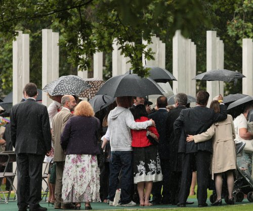 U.K. holds minute of silence in 10th anniversary of 7/7 attacks