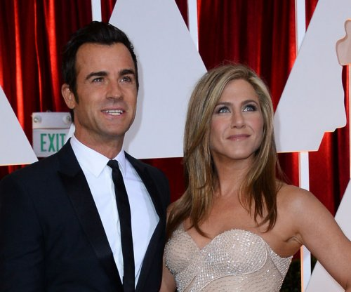 Jennifer Aniston, Justin Theroux marry in surprise ceremony