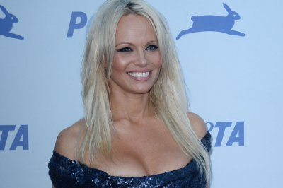 Pamela Anderson joins Miley Cyrus in concert
