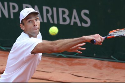 Ivo Karlovic rides big serve into semifinals at Vienna