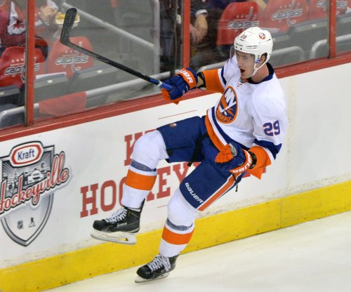 Brock Nelson nets New York Islanders wild OT win over Toronto Maple Leafs