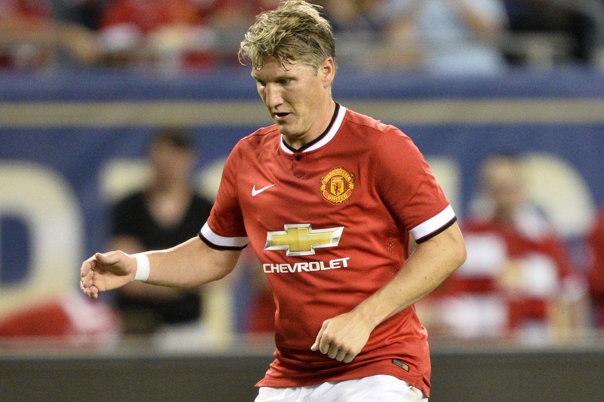 Chicago Fire acquire Manchester United midfielder Bastian