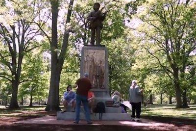 "UNC给同盟组""沉默山姆雕像"