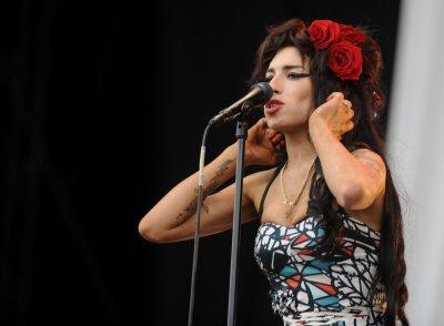 Amy Winehouse's wedding dress stolen