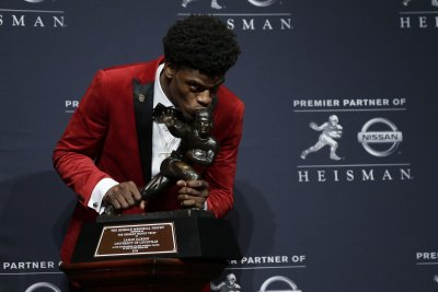 Louisville Cardinals' Lamar Jackson becomes youngest to win Heisman