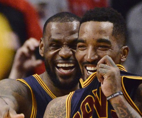 Cleveland Cavaliers' J.R. Smith to undergo surgery on fractured right thumb