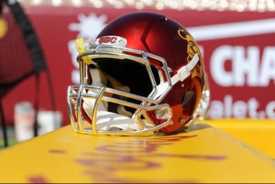USC signs lineman who punched referee