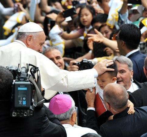 Pope urged to avoid Turkish presidential palace on trip