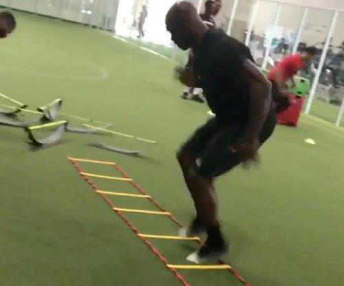 Watch: Adrian Peterson shows off fleet feet in workout