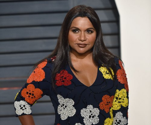 Sen. Cory Booker tweets dinner invite to Mindy Kaling and she accepts